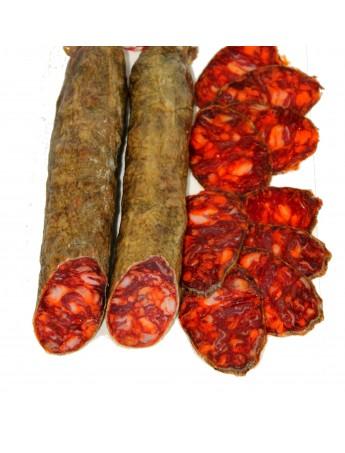 Chorizo Ibérico de cebo embutido en tripa cular, elaborado con magro de cerdo ibérico. Curación 3 meses. Peso: 0.9kg a 1.250kg